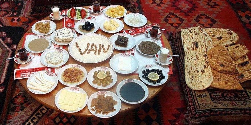 'Dünyanın en kalabalık kahvaltı sofrası'
