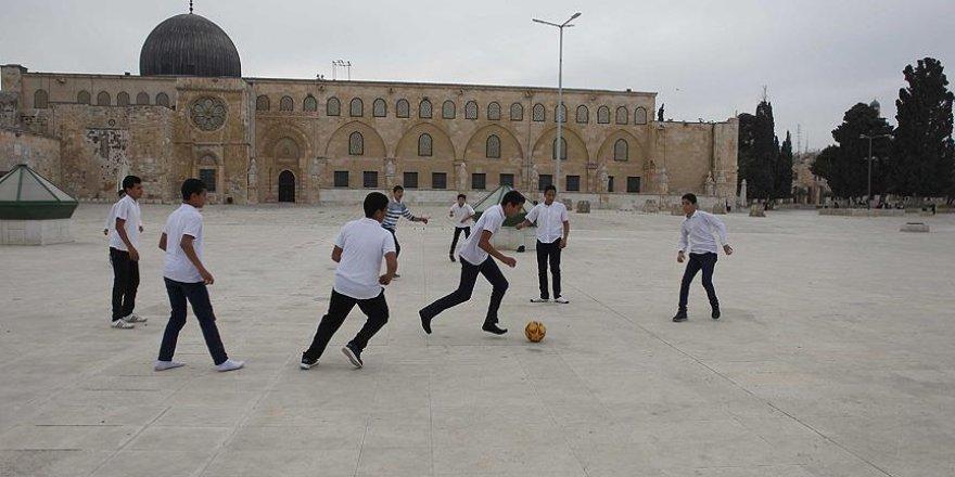 Filistinli çocukların tek özgür oyun alanı Aksa'nın avlusu