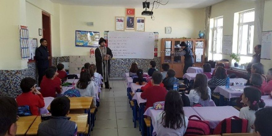 """Seydişehir'de """"Faydalı Olma Değeri"""" sınıf tiyatrosu sahnelendi"""