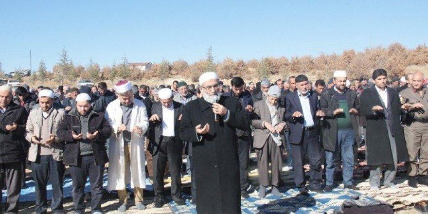Derbent'te vatandaşlar yağmur duasına çıktı