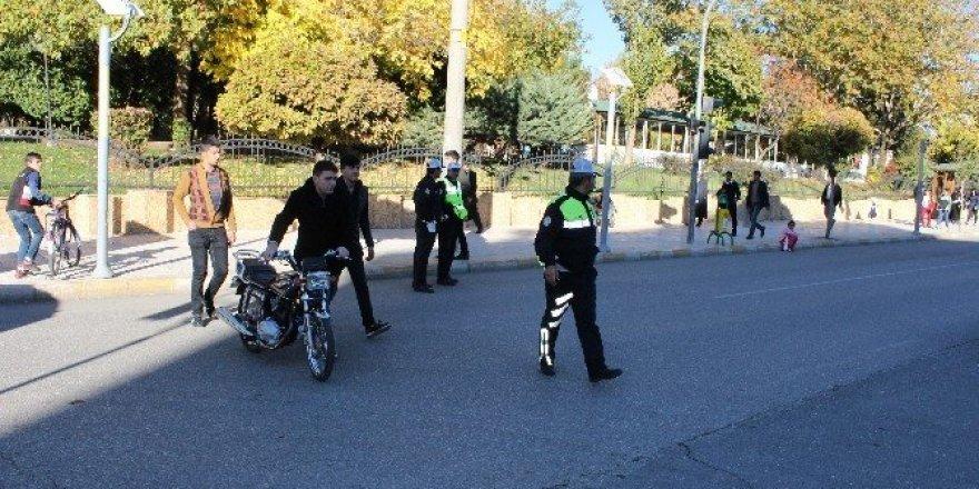 Motosiklet uygulamaları aralıksız devam ediyor