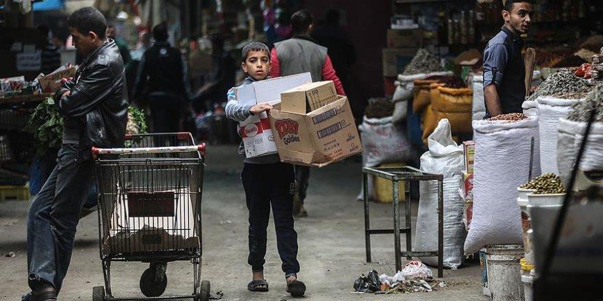 Gazze'de zorlu hayat şartları küçük çocukları çalışmaya zorluyor