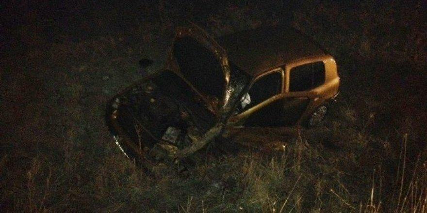 İzmir'de iki araç kafa kafaya çarpıştı: 2 yaralı