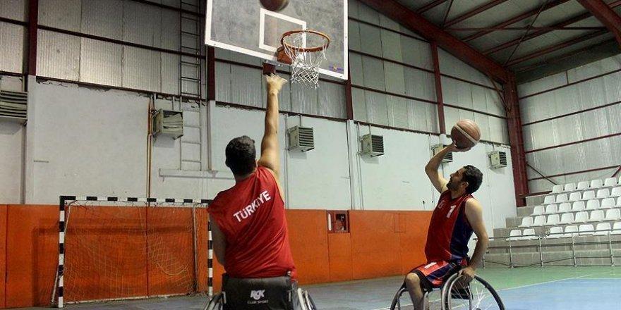 Engellerine basketbolla 'blok' yaptılar
