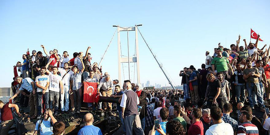 Lang: Türkiye'nin demokrasiye bağlılığını 15 Temmuz'da gördük