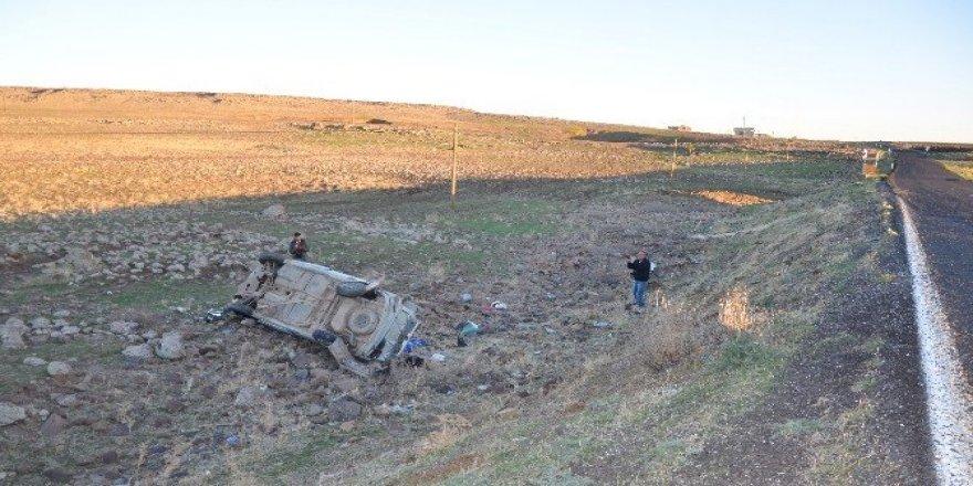 Otomobil üç metreden aşağı uçtu: 5 yaralı