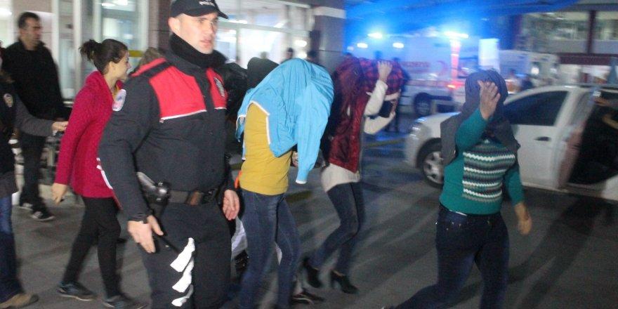 Konya'da yolda fuhuş için müşteri bekleyen kadınlara suçüstü