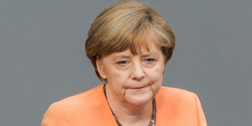 Merkel: 'Türkiye ile görüşmelerin kesilmesini istemiyoruz'
