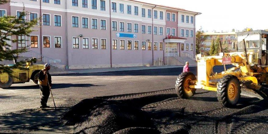 Seydişehir'de okul bahçeleri asfaltlanıyor