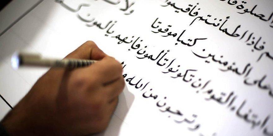 Gazzeli mahkumlar Hafız Osman hattıyla mushaf yazıyor