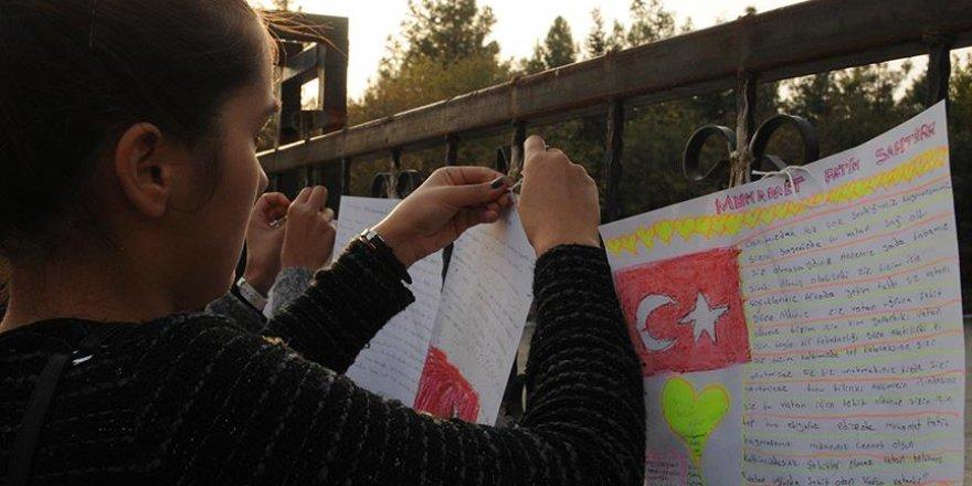 Derikli öğrencilerden Safitürk'ün eşine anlamlı hediye