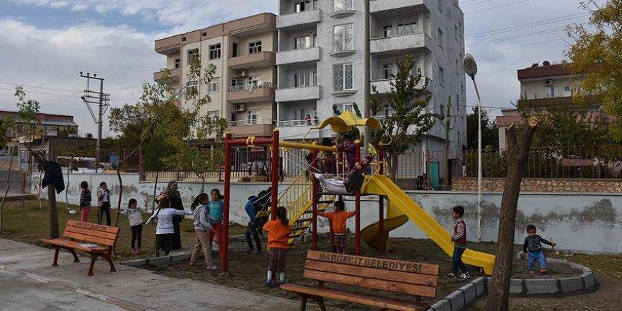 Görevlendirme yapılan belediyeden çocuklara oyun parkı