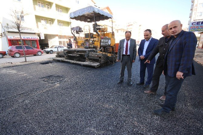 Beyşehir'de Şehit İbrahim Bey Caddesi asfaltlanıyor
