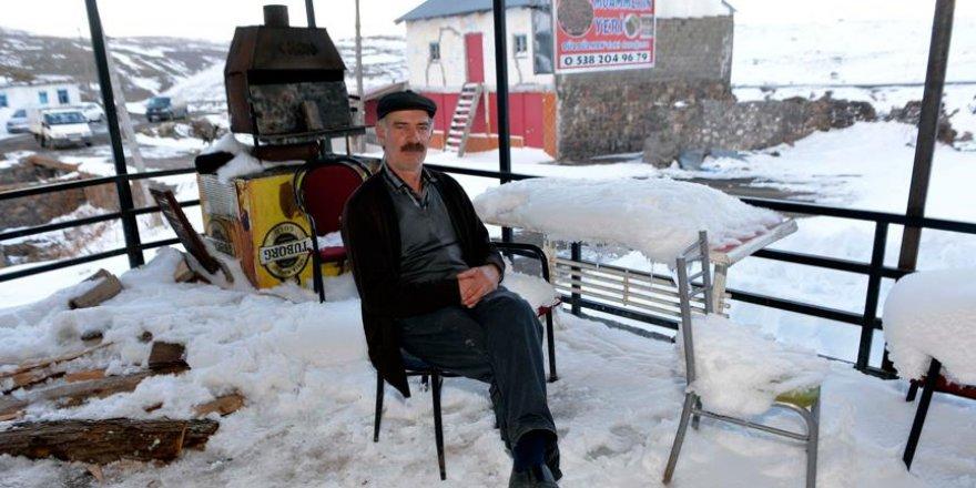 """""""Bülbülan Fatihi"""" kara kışı tek başına yaylada geçiriyor"""