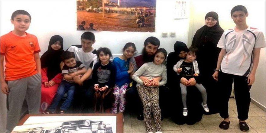 Kazak ailenin havalimanındaki bekleyişi sürüyor