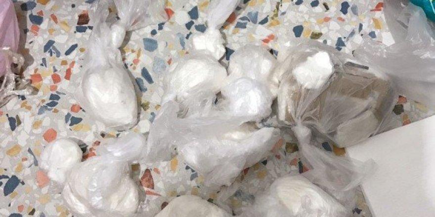 İzmir'de 1 kilo kokain ele geçirildi