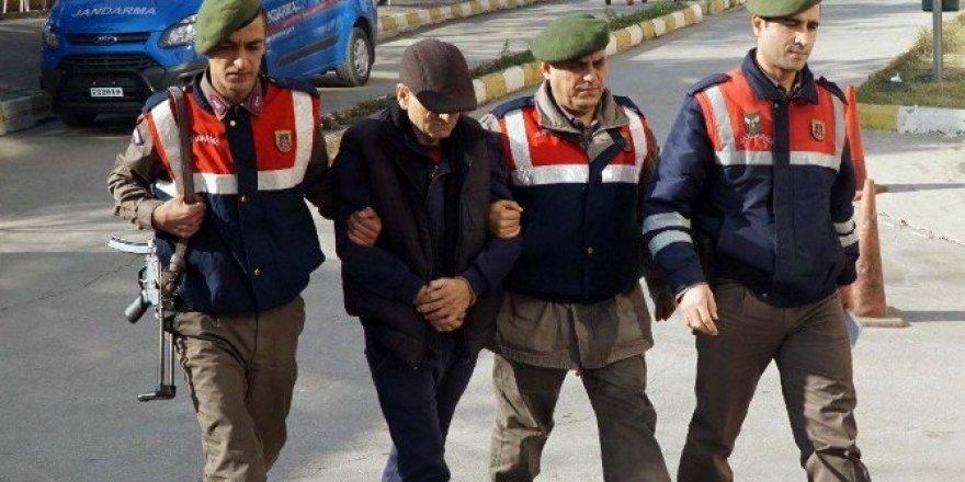 Firari göçmen kaçakçısı yol kontrolünde yakalandı