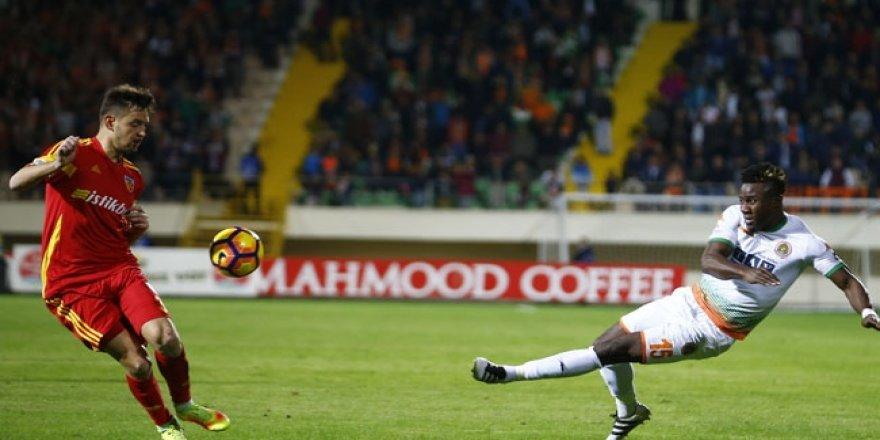 Alanyaspor 3 puanı 3 golle aldı