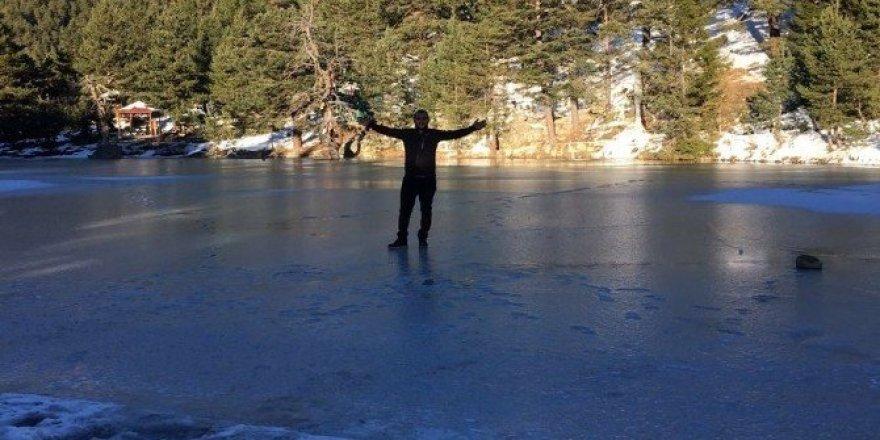 Limni Gölü buz tuttu