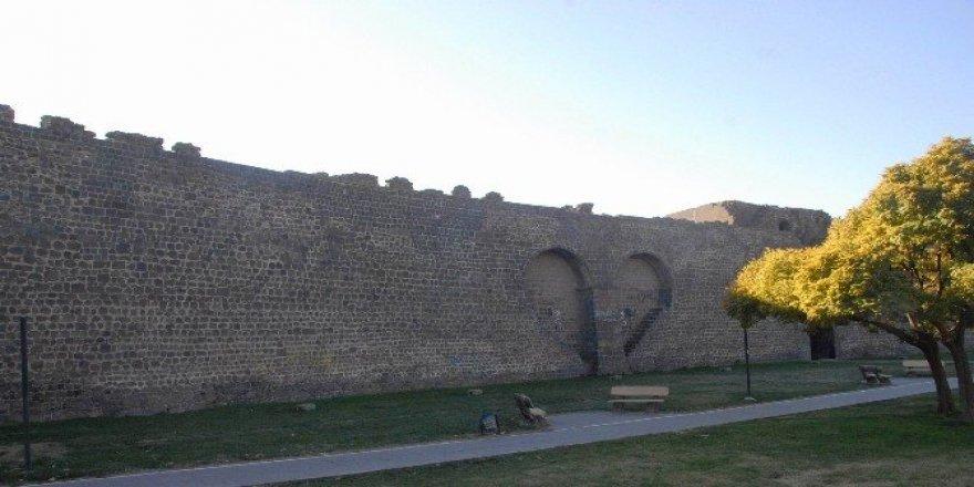 (Özel haber) Diyarbakır Surları, Çin Seddi'ni geride bıraktı