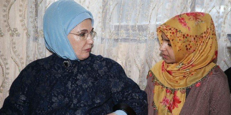 Cumhurbaşkanı Erdoğan'ın eşi Emine Erdoğan Siirt'e gitti