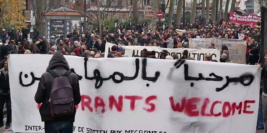 Paris'te 'sığınmacılar hoş geldiniz' gösterisi