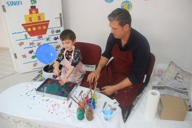Kağıda yazmayı öğrenmeden suya çizmeyi öğreniyorlar
