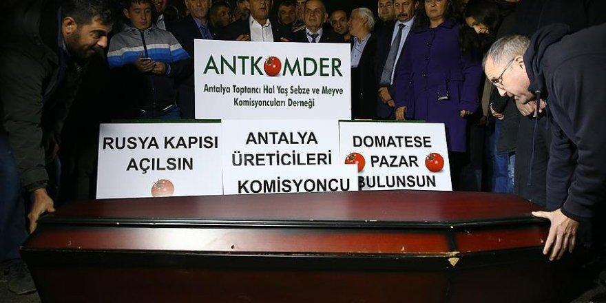 Antalya Hali'nde 'tabutlu' protesto