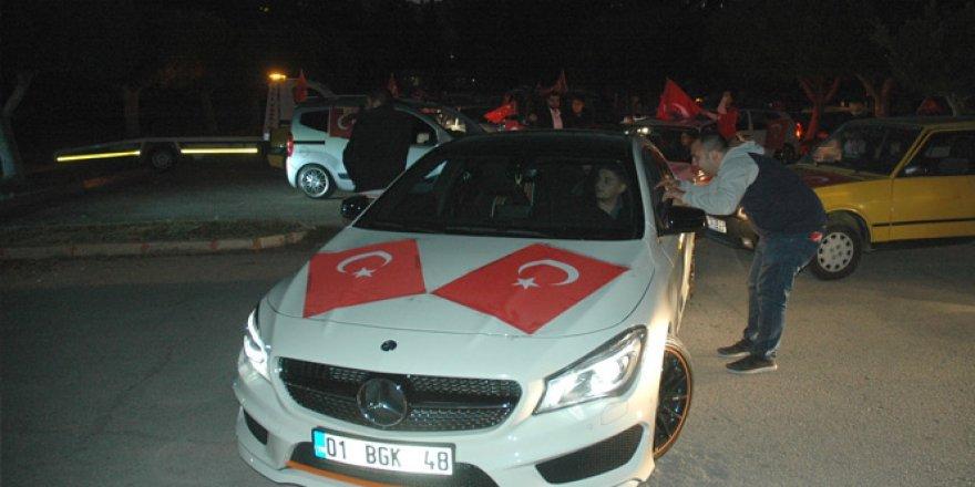 Adana halkı teröre karşı sokağa döküldü