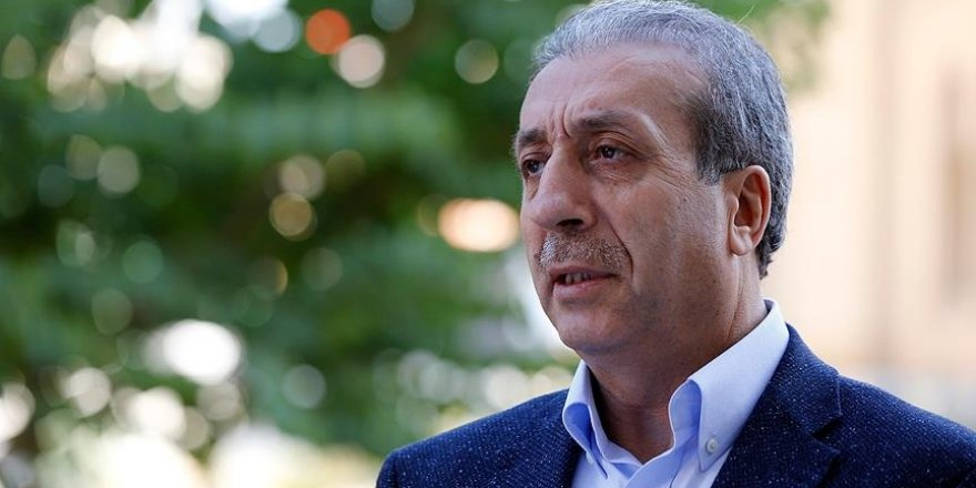 Eker: Temenni ediyoruz ki Hariri bir an önce hükümeti kurar