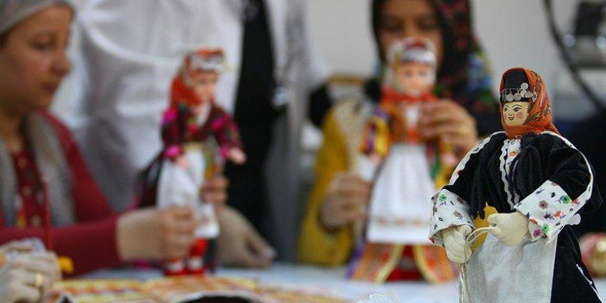 'Ezo Gelin' oyuncak bebeklerde yaşatılıyor