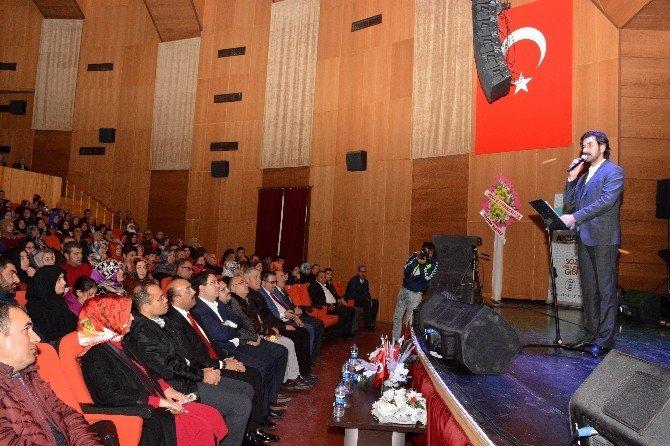 """Aksaray'da """"Serdar Tuncer'le Şiir Dinletisi""""ne yoğun ilgi"""