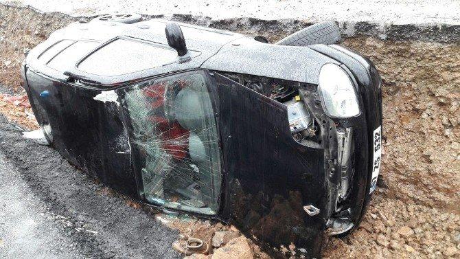 Zonguldak'ta otomobil orta refüje devrildi: 1 yaralı