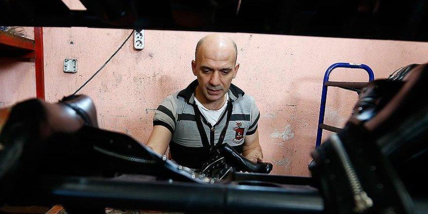 Suriyeli avukat 'ayakkabı' yaparak geçimini sağlıyor