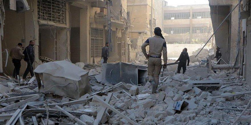 Esed güçleri bombardımandan kaçan sivilleri vurdu