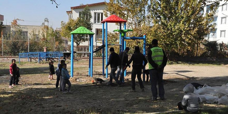 Batman'da tüm parklara çocuk oyun grupları kuruldu