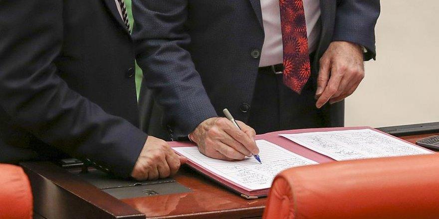 'Cumhurbaşkanlığı sistemi' teklifi imzaya açıldı