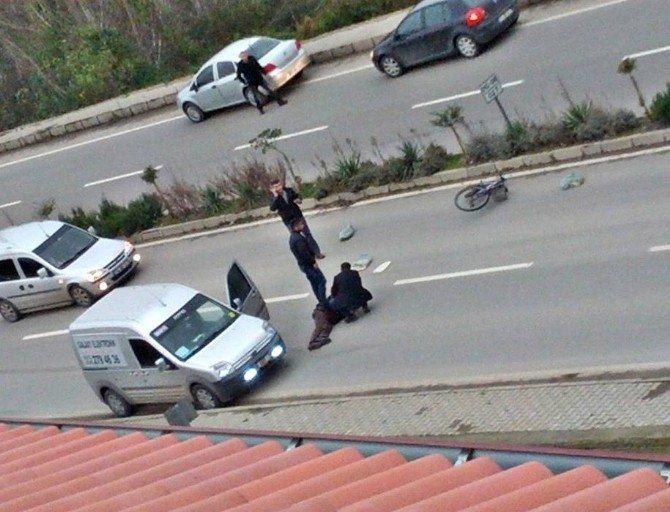 Ticari araç bisikletliye çarptı