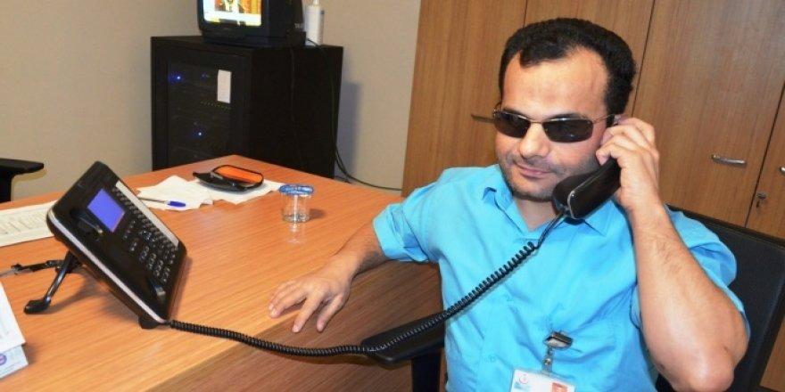 Görme engelli ama 2 bin numarayı ezbere biliyor