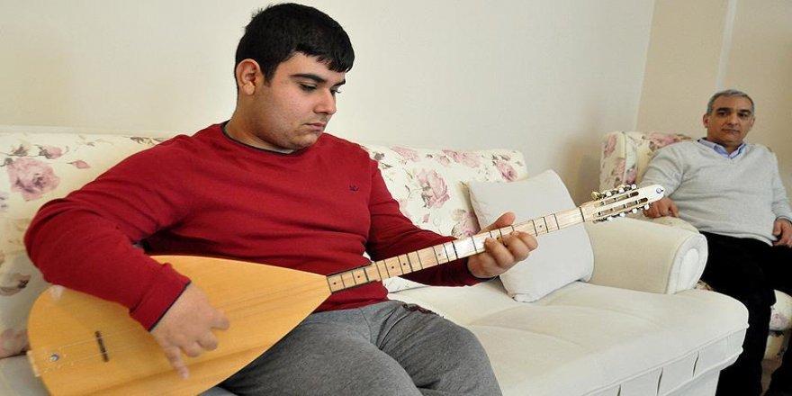Engelli Mehmet'in hayali müzik öğretmenliği