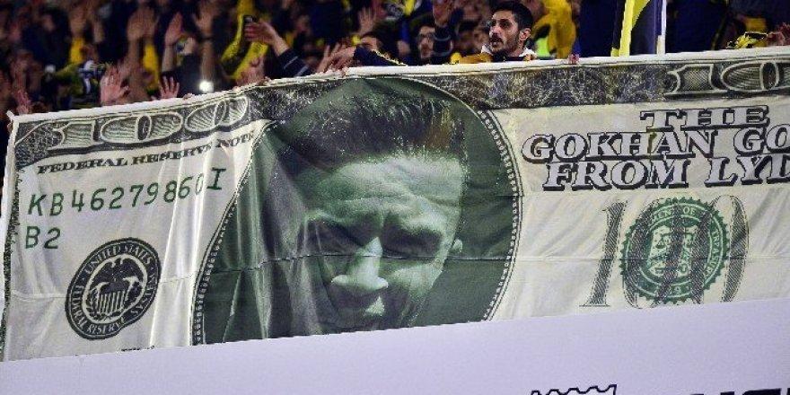 Fenerbahçe tribününde ilginç Gökhan Gönül pankartı