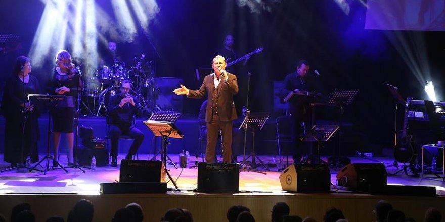 Ferhat Göçer Suriyeli çocuklar için konser verdi