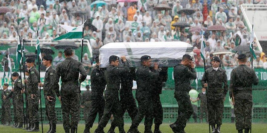Uçak kazasında hayatını kaybeden futbolcular Brezilya'ya getirildi