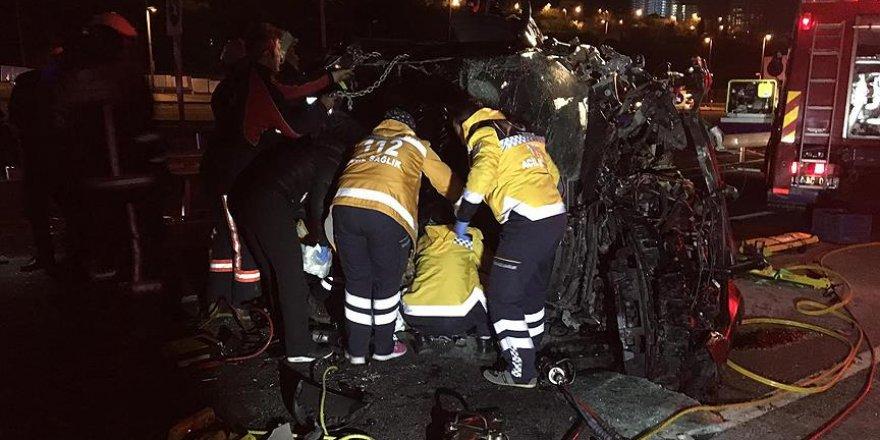 15 Temmuz Şehitler Köprüsü yolunda iki otomobil bariyerlere çarptı