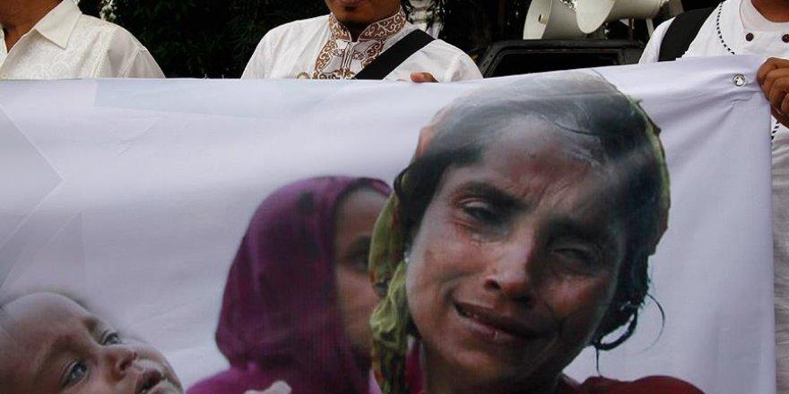 Malezya'da Arakan Müslümanlarına destek gösterisi