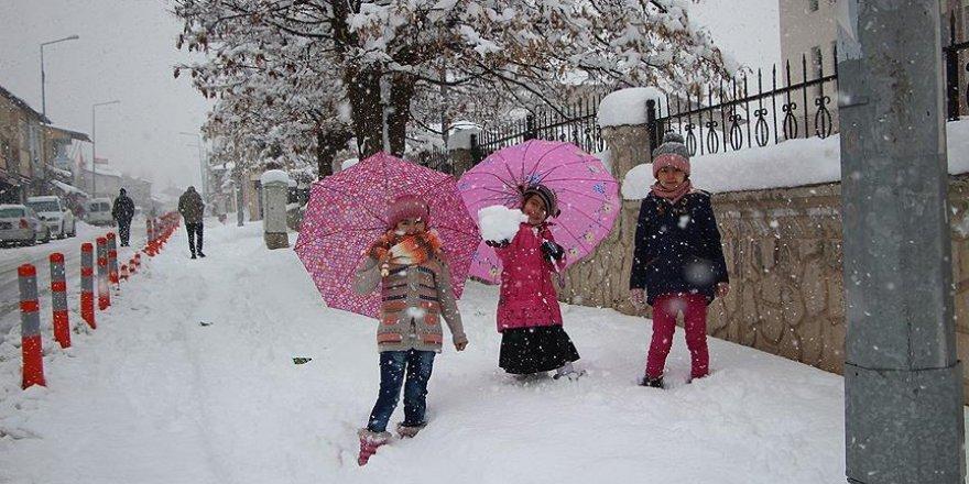 Karlıova'da eğitime kar engeli