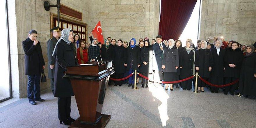 AK Parti'li kadın milletvekilleri Anıtkabir'i ziyaret etti