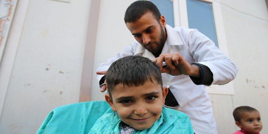 Suriyeli yetimlerin gönüllü berberi