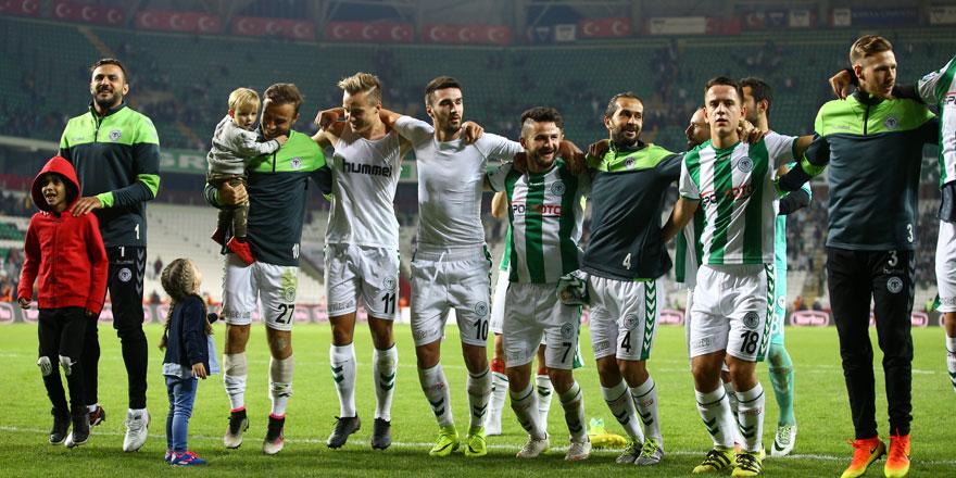 Sezona kötü başlayan Konyaspor geçen yılı yakaladı
