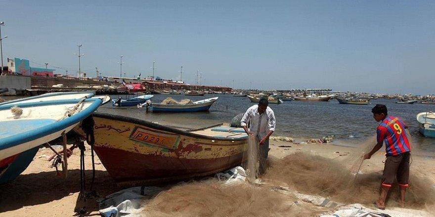Alıkonulan balıkçılar serbest bırakıldı